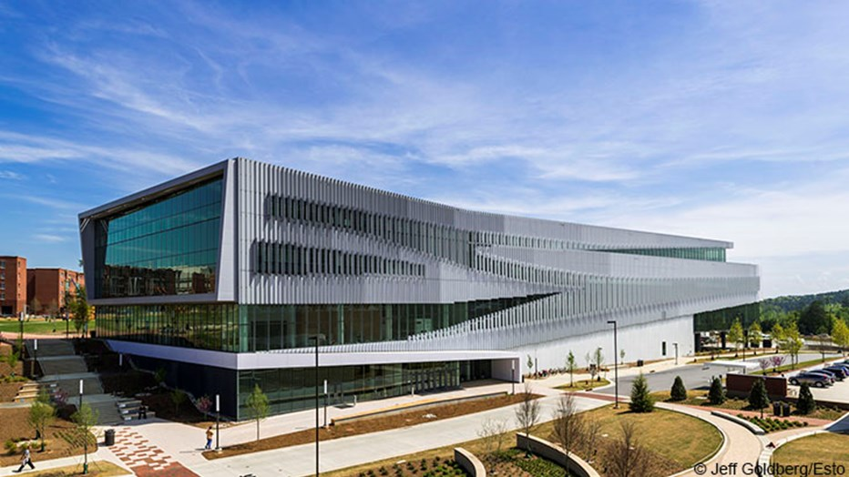 North Carolina State University wanted a signature library building with technologically-advanced spaces to promote student creativity and collaboration. Skanska worked with world-renowned architect Snohetta to construct this iconic project for the university's fastest growing Centennial Campus.